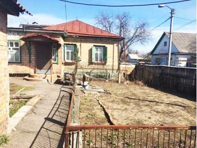 Продається ½ будинку на перехресті вул. Крилова/Косинського.