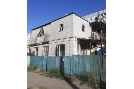 Продам будинок в районі кінотеатру Мир, вул. Чорновола (Енгельса).